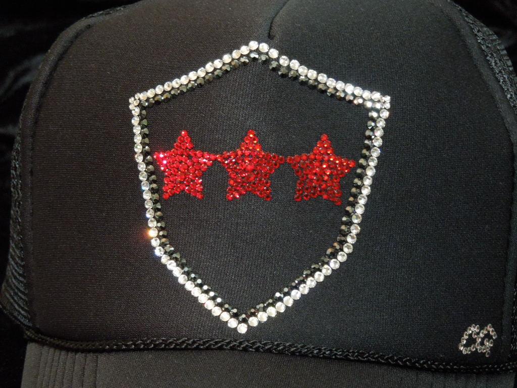 Emblem Red Three Star Swarovski cap black