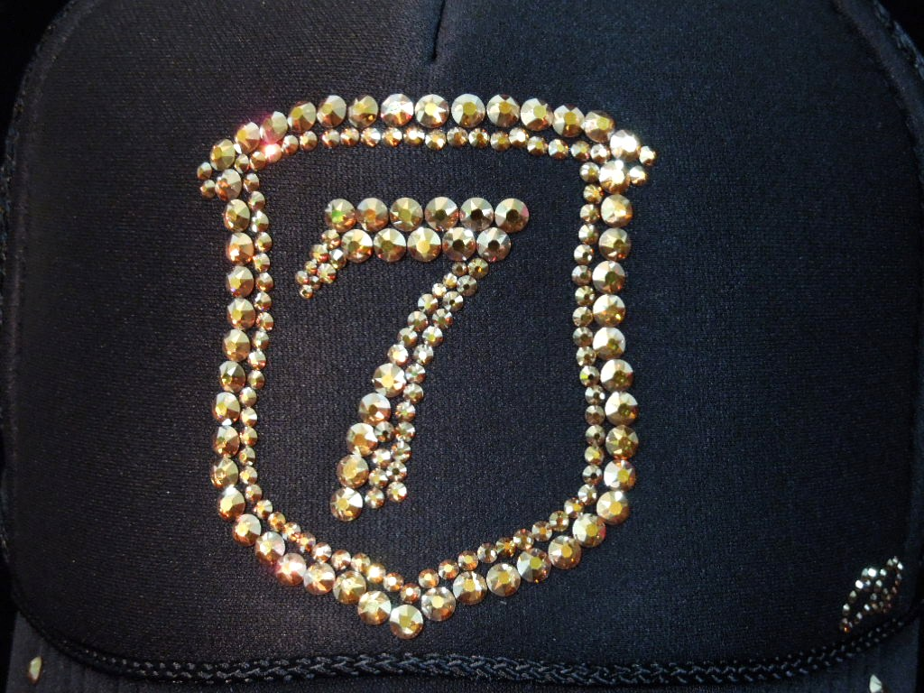 Emblem Seven Swarovski cap Black × Gold full custom