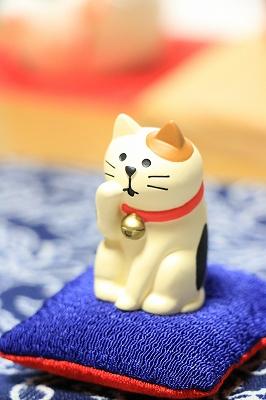 Decole 【福シリーズ】  <毛づくろい猫>