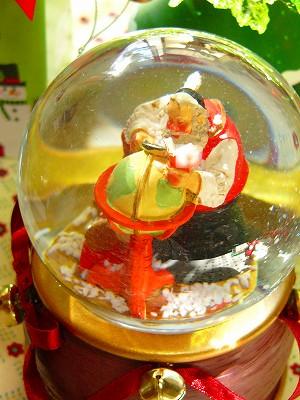 """【動く!】Xmas スノードーム サタデーイブニングポスト """"サンタグローブ(サンタクロースと地球儀)"""" 【オルゴール+スノーフレークが吹き上がる!】"""