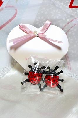 ★「幸せのシンボル」てんとう虫チョコレート★(スイス製ヘーゼルナッツチョコ) 【2個セット ハートパッケージ入り】(プリントバック付き)