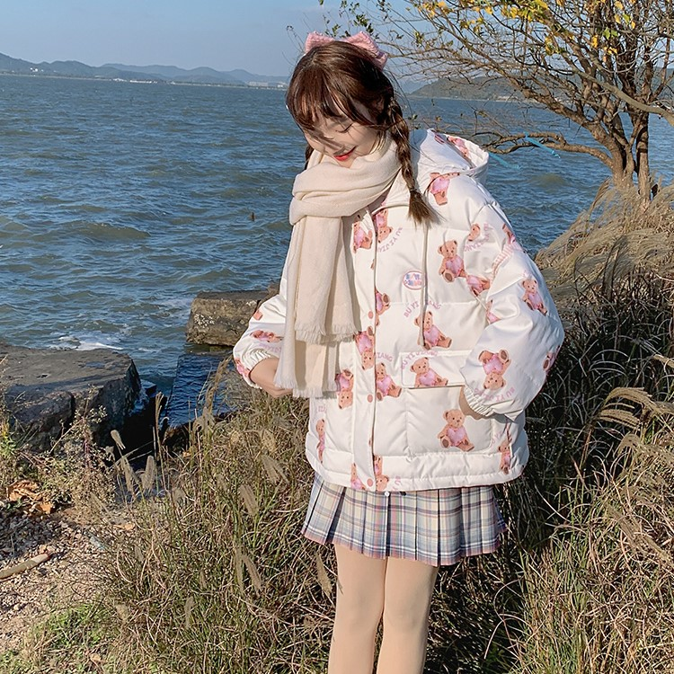2020冬新作 【BYJ】 クマプリントフード付きダウンジャケット◆レディース アウター S、M、L
