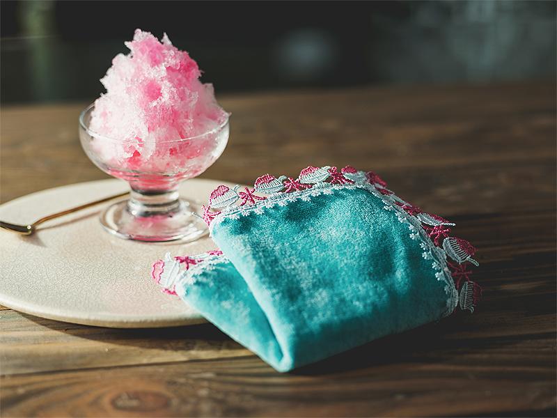 「氷」に「きんぎょ」繊細なのにユーモアたっぷりな近沢レース店のシーズンタオル