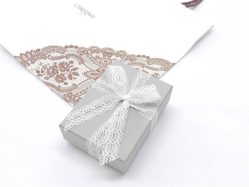 【受注販売】Traiangle Brooch - Crochet with Wire-