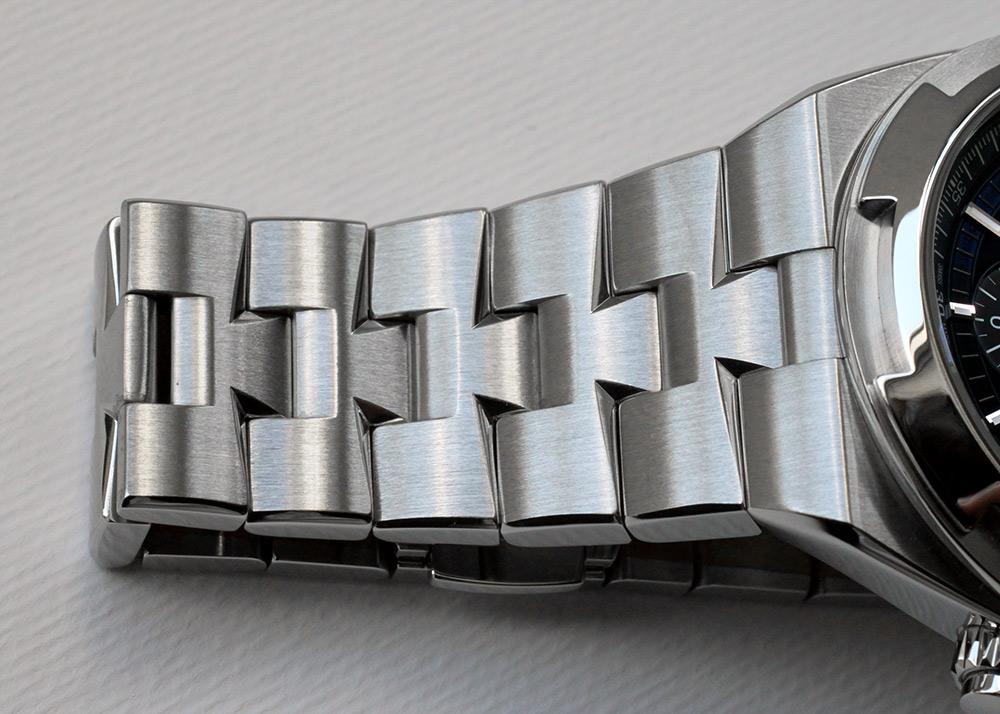 【中古】ヴァシュロンコンスタンタン 5500V/110A-B148 オーヴァーシーズ クロノグラフ SS ブルー文字盤 自動巻き ブレスレット