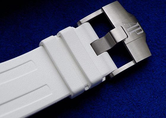 【ブティック限定】オーデマピゲ 15710ST.OO.A010CA.01 ロイヤル オーク オフショア ダイバー SS 白文字盤 自動巻き ラバー