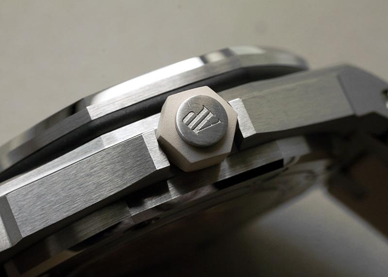 オーデマピゲ 15710ST.OO.A085CA.01 ロイヤルオーク オフショアダイバー ブティック限定 SS ベージュ文字盤 自動巻き ラバー