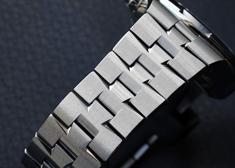 ヴァシュロンコンスタンタン 5500V/110A-B481 オーヴァーシーズ クロノグラフ SS ブラック/シルバー文字盤 自動巻き ブレスレット