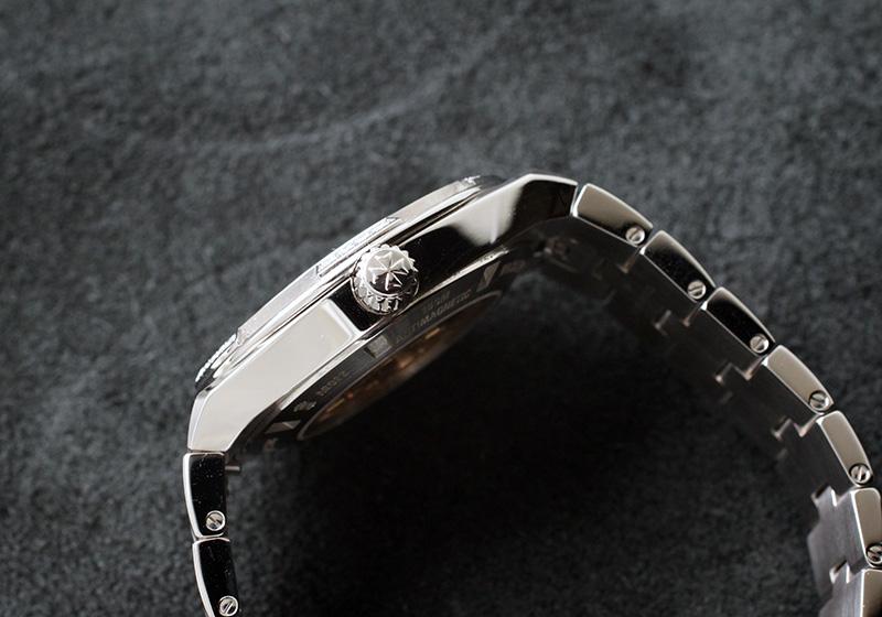 【中古】ヴァシュロンコンスタンタン 2305V/100A-B170 レディース オーヴァーシーズ スモールモデル ベゼルダイヤ SS ブルー文字盤 自動巻き ブレスレット