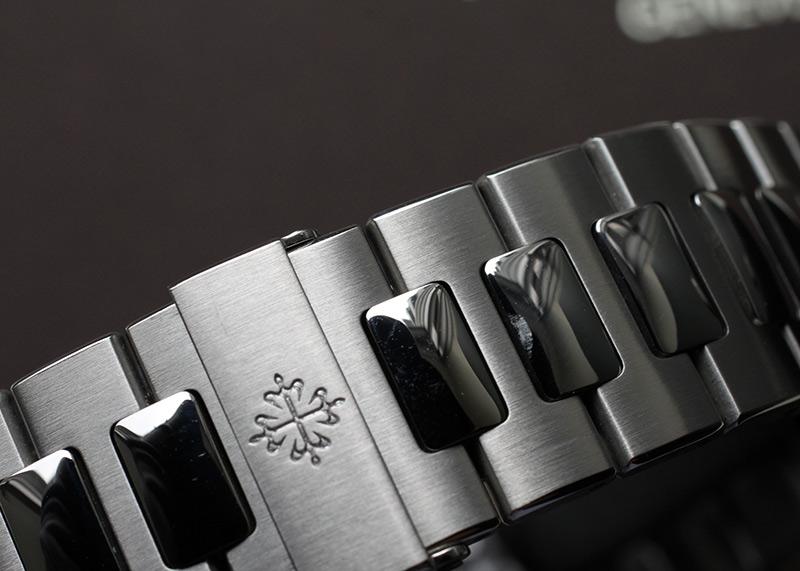 【中古】パテックフィリップ 5990/1A-001 ノーチラス トラベルタイム クロノグラフ SS 黒文字盤 自動巻き ブレスレット