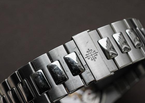 【中古】パテックフィリップ 5712/1A-001 ノーチラス プチコンプリケーション SS ブラックブルー文字盤 自動巻き ブレスレット