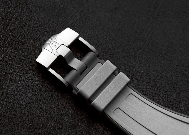 オーデマピゲ 26470IO.OO.A006CA.01 ロイヤルオーク オフショア クロノグラフ TI/CE グレー文字盤 自動巻き ラバー