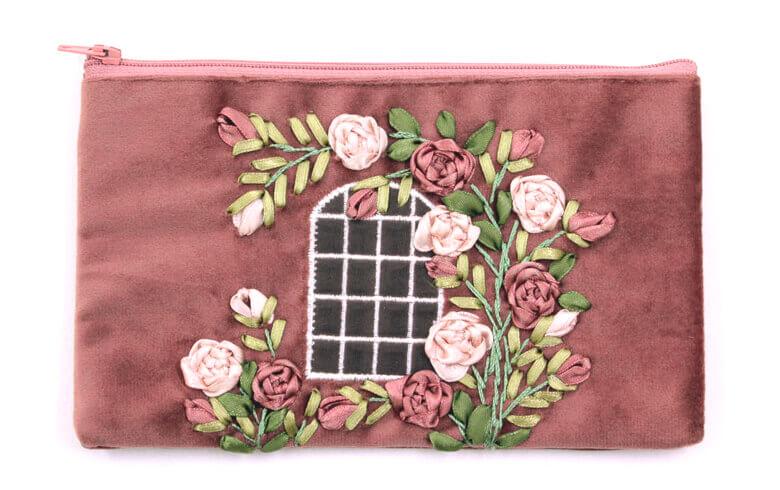 Feel the rose リボン刺しゅう マルチケース 約12×20cm