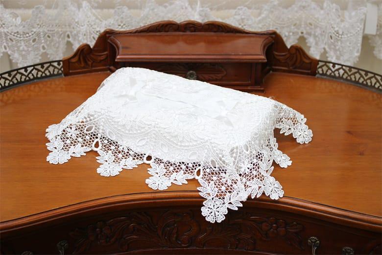 Brilliantly-Crystal 総柄刺繍&ギュピール  ティッシュボックスカバー  約26×12×11cm