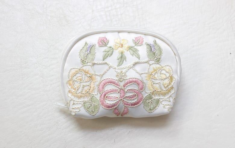 Ribbon & Rose 刺繍&カットワーク コインケース 約6×10×3cm