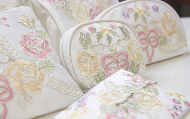 Ribbon & Rose 刺繍&カットワーク ミニティッシュケース 約12×9cm