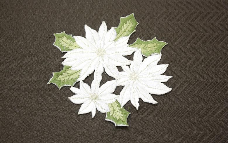 白いポインセチア 刺しゅう コースター 約13×14cm