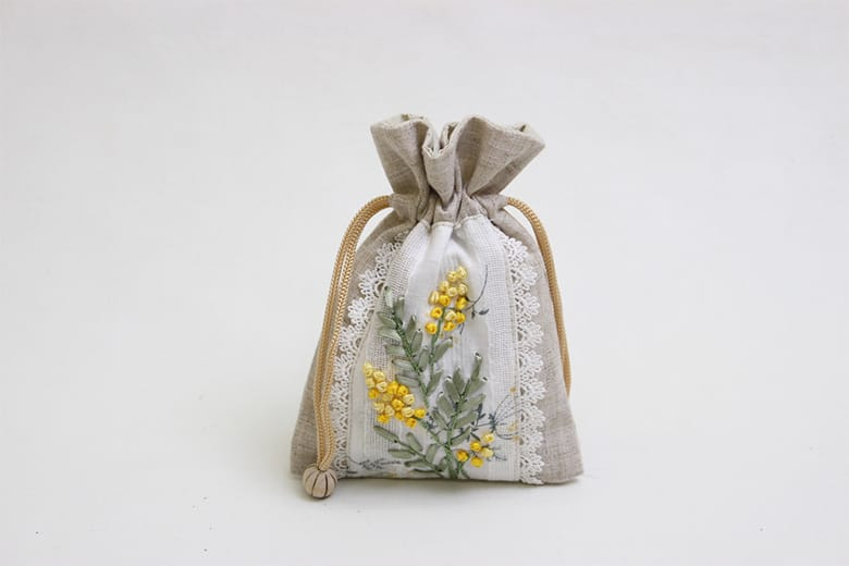 mimosa リボン刺繍 巾着 M 約13×18cm