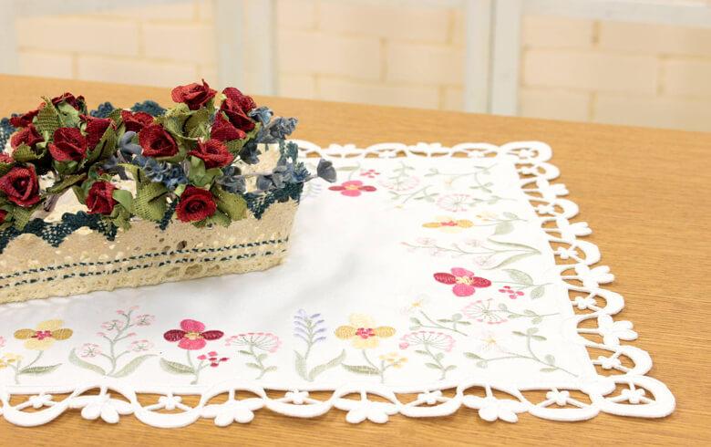 le parterre コード刺繍 テーブルセンター 約30×45cm
