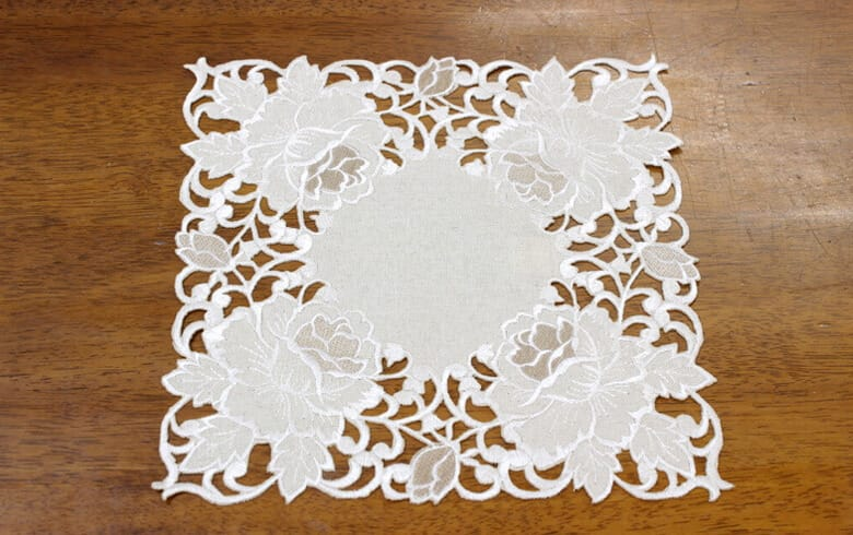 Rose Metopes カットワーク刺繍 ドイリー 約25×25cm