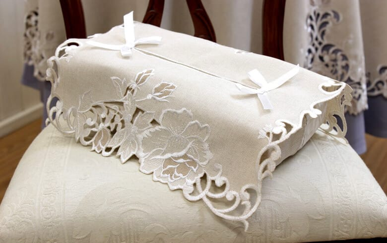 Rose Metopes カットワーク刺繍 ティッシュボックスカバー 約12×26×11cm