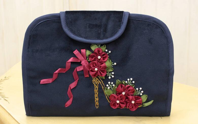 Sheena リボン刺しゅう カードケース 約14.5×20cm