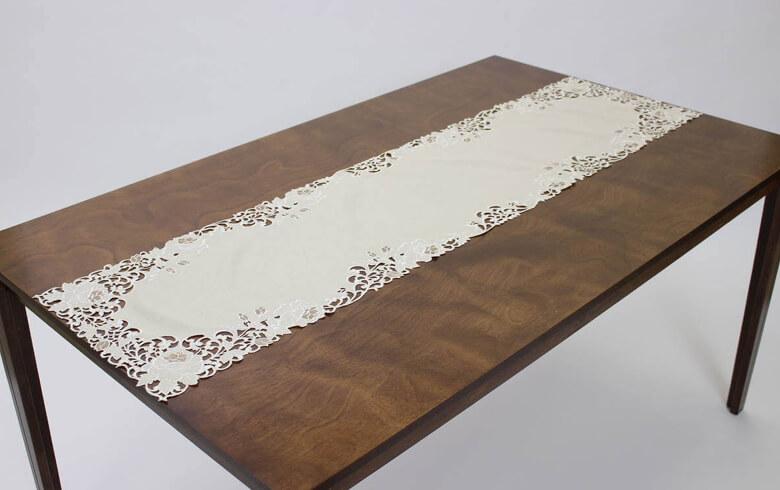 Rose Metopes カットワーク刺繍 テーブルセンター 約40×150cm