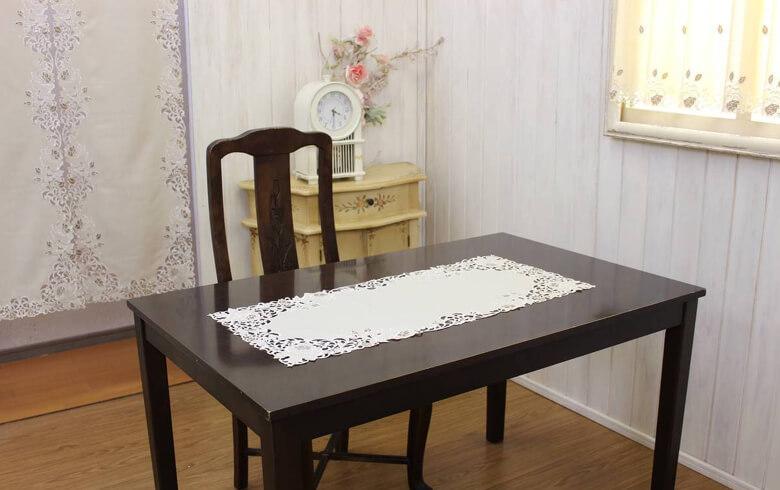 Rose Metopes カットワーク刺繍 テーブルセンター 約40×90cm