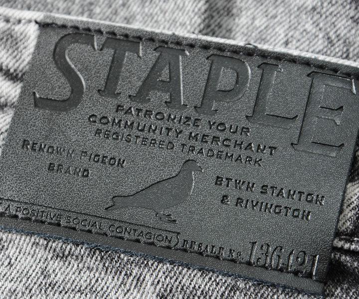 【セール】STAPLE ステイプル デニムパンツ ジーンズ グラフィックロゴ WORLD RENOWN (2101D6381)