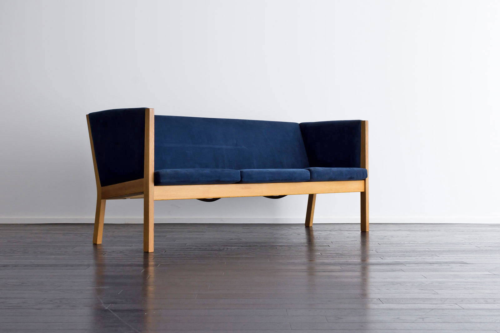 GE285 Sofa by Hans J Wegner