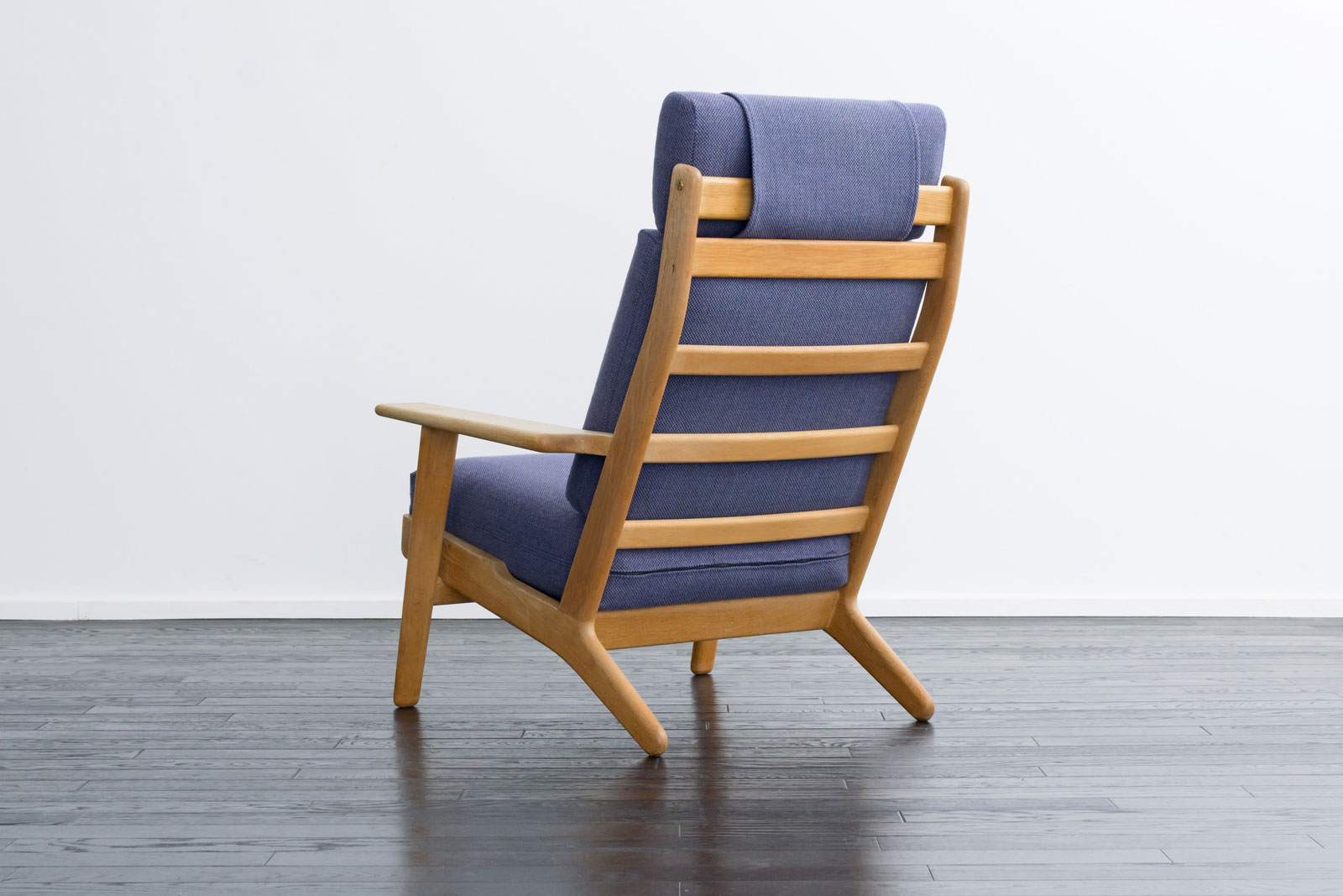 GE290A High back Chair by Hans J Wegner