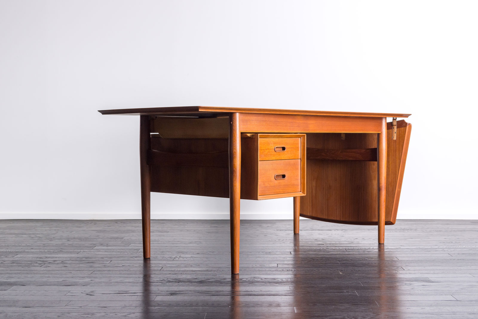Model51A Writing Desk by Arne Vodder