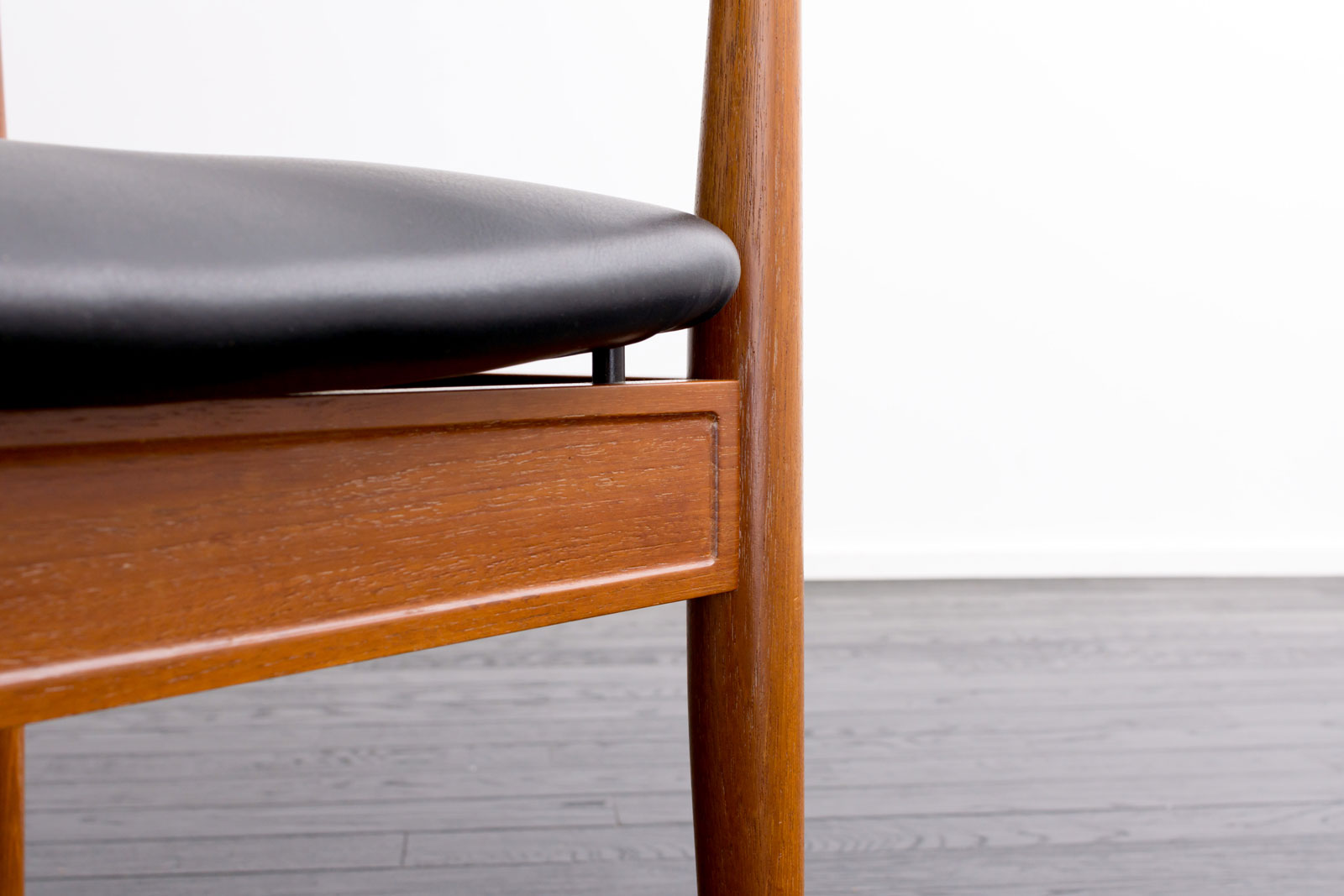 No.209 Diplomat Chair by Finn Juhl