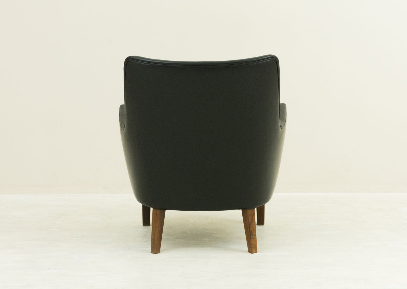 AV53 Arm Chair by Arne Vodder