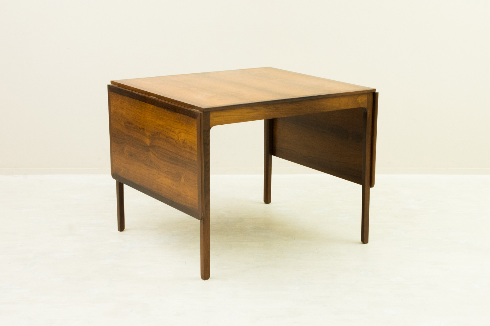 Drop leaf Dining Table by Ole Wanscher