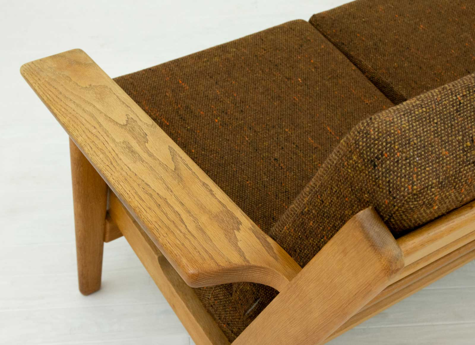 GE290 3seaters Sofa by Hans J Wegner (fabric)