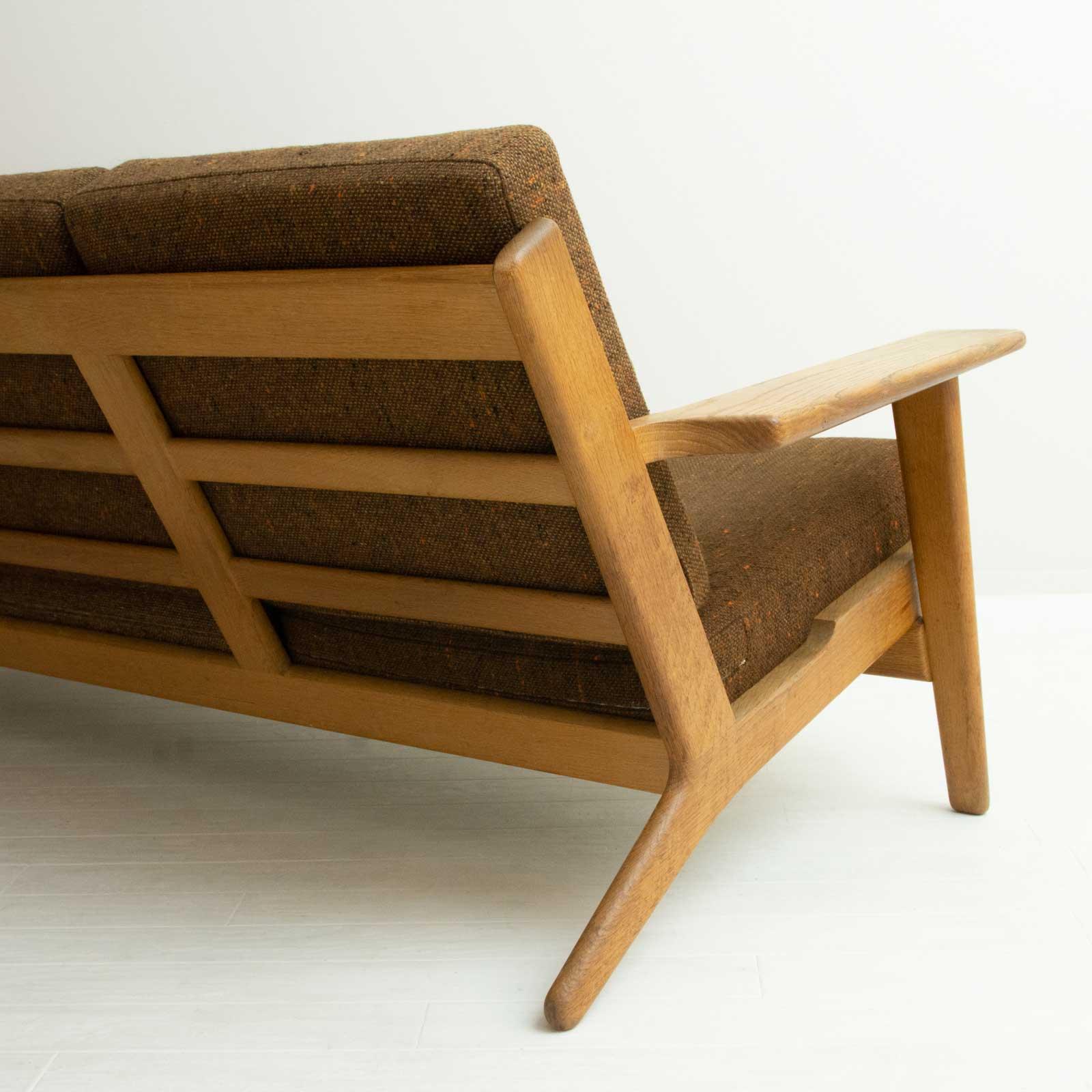 GE290 Sofa by Hans J Wegner