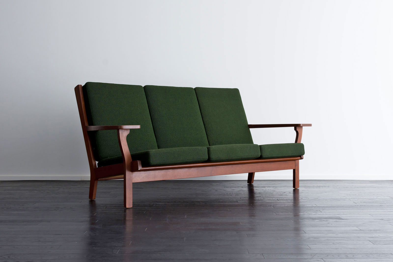GE330 3seaters sofa by Hans J Wegner