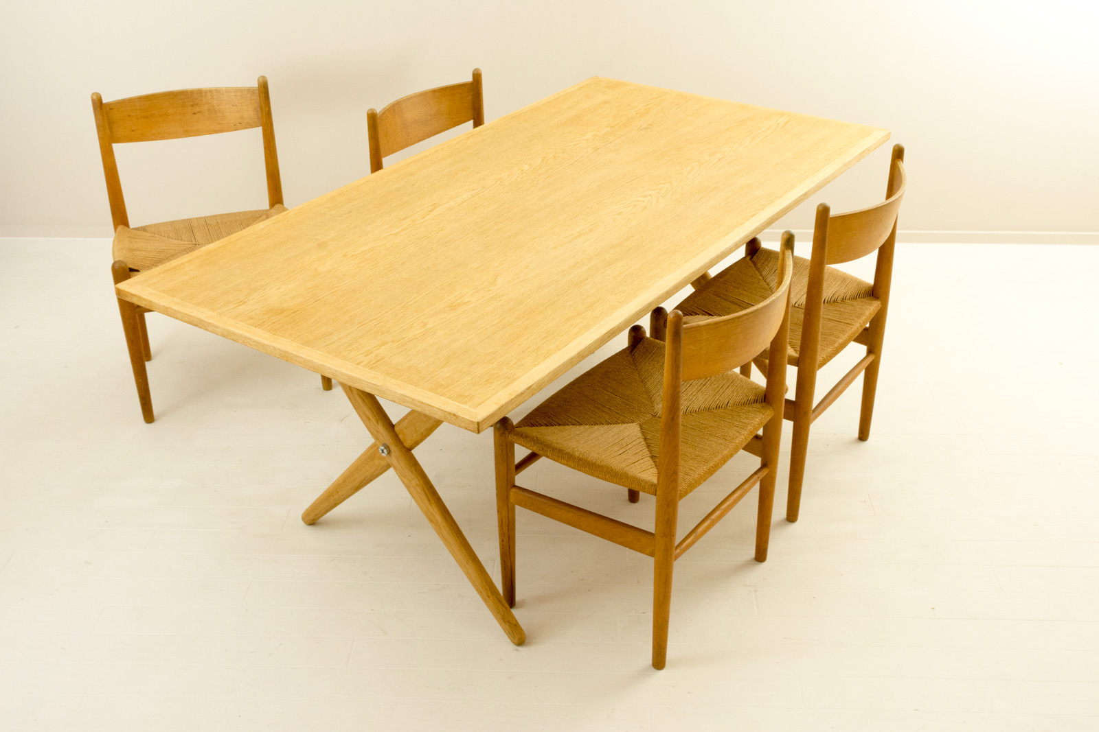 AT303 Dining Table by Hans J Wegner