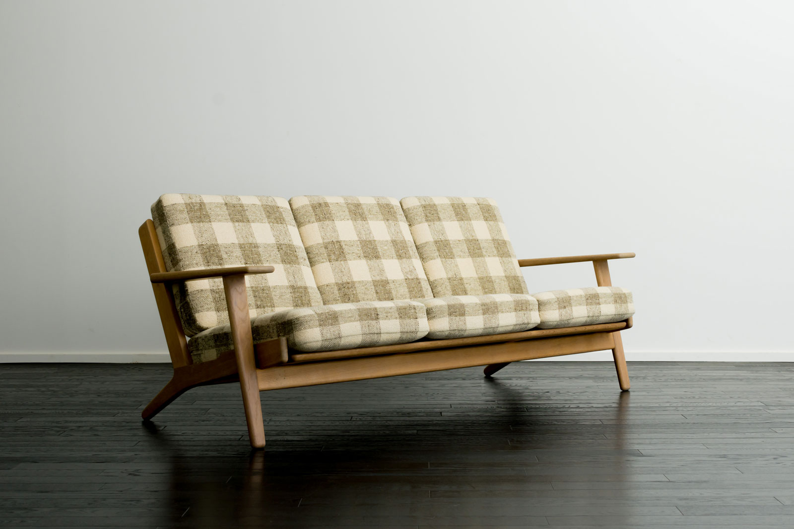 GE290 3seaters sofa by Hans J Wegner