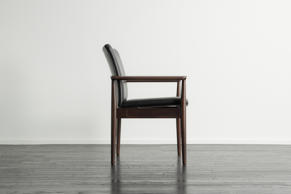 No.209 Diplomat Chair by Finn Juhl