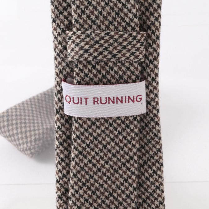 英国ウールネクタイ ハンドメイドツイード Quit Running ウールタイ 英国ブランド ブラウン ドッグトゥース チェック 男性 クイトランニング ギフト BOX付 ハンドメイド 手洗い洗濯OK メンズ シンプル トラッド