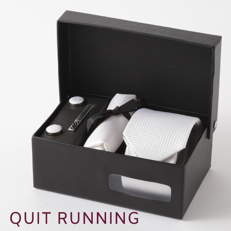 英国ブランドメンズギフト4点フルセット Quit Running ヘリンボーン ホワイト ネクタイ ポケットチーフ タイクリップ カフス クイトランニング