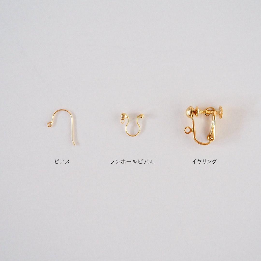 タティングレースのアクセサリー/ちいさなお花のピアス/アイボリー