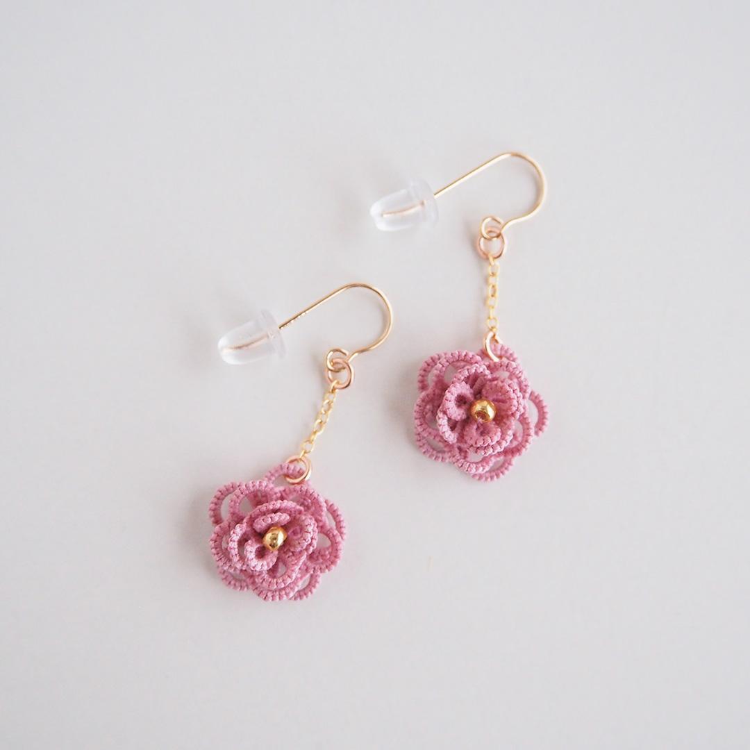 タティングレースのアクセサリー/ちいさなお花のピアス/ライトピンク