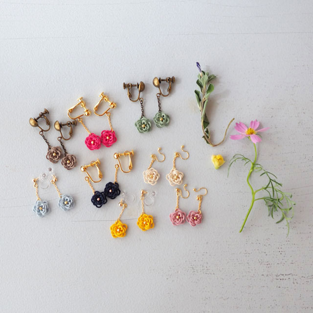 タティングレースのアクセサリー/ちいさなお花のイヤリング/ライトピンク