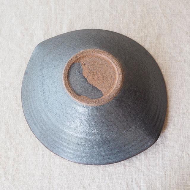 鉄灰釉/たわみ鉢/中