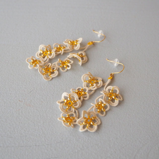 タティングレースのアクセサリー/flowerdropsピアス/スイセン