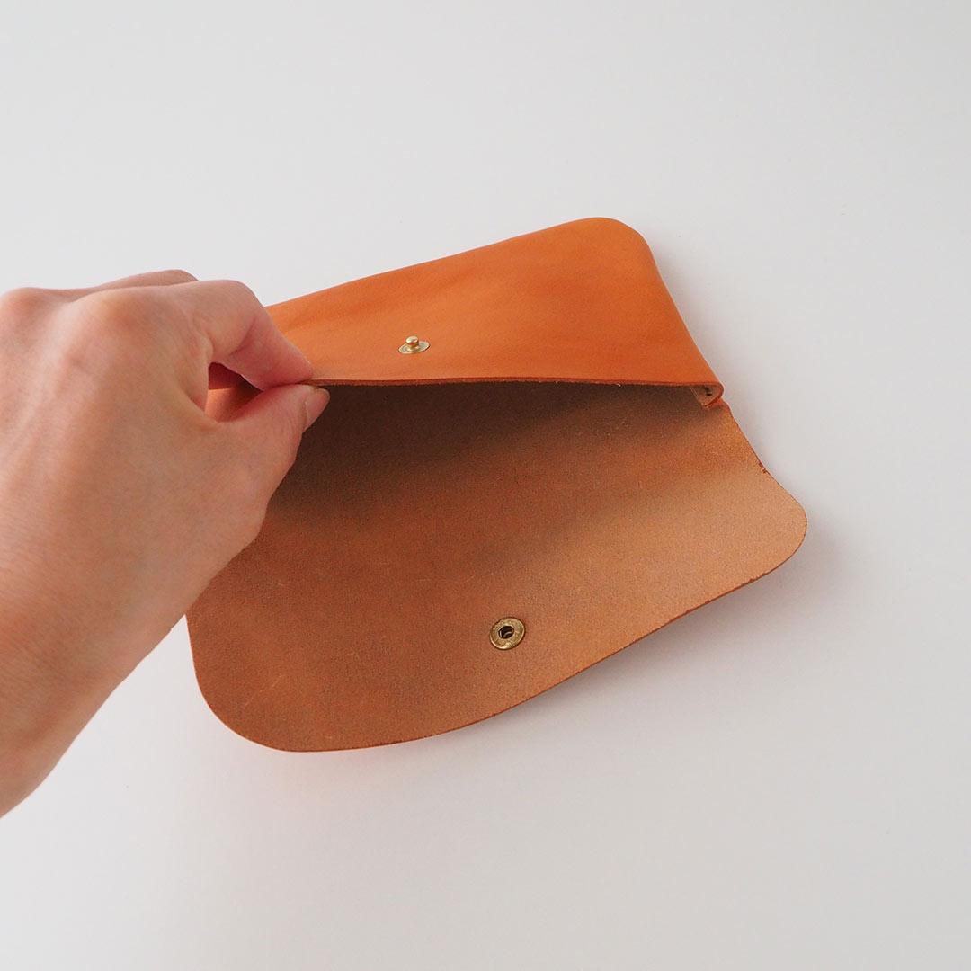 革製フラップポーチ