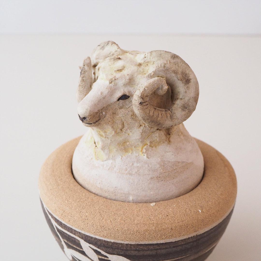 羊の蓋の入れ物